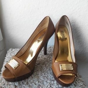 Michael Kors Tan Leather Pumps: Size 9.5